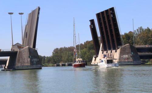 18.-Salida del Pros de Sevilla por el puente