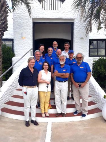 4.- La tripulacion con el Embajador en Uruguay